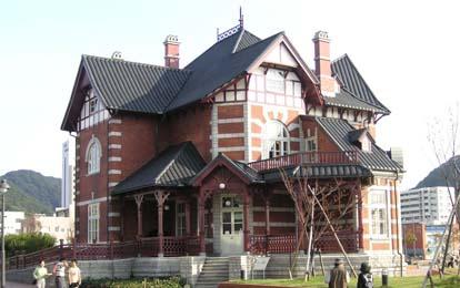这一区的欧式建筑经过以日本大正时期的怀旧复古风